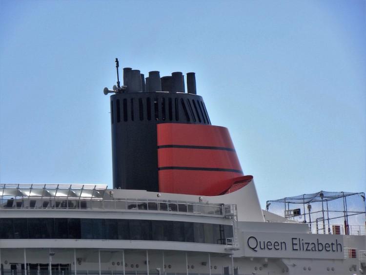 """La contraseña de Cunard Line, en la chimenea del buque """"Queen Elizabeth"""""""