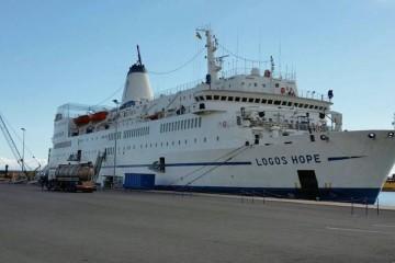 """El buque """"Logos Hope"""" está atracado en la Dársena de Los Llanos del puerto de Santa Cruz de Tenerife"""