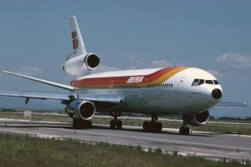 Bonito encuadro del magnífico avión DC-10 serie -30 de Iberia