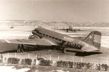 DC-3 de Iberia EC-ACX, en el aeropuerto de Madrid-Barajas