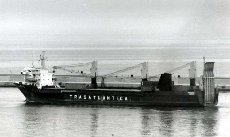 """El buque """"Merced II"""", en el puerto de Génova"""