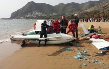 La avioneta resultó destruida tras el aterrizaje de emergencia