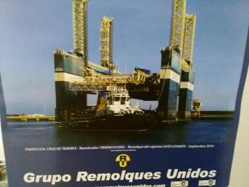Portada del almanaque 2017 de Remolques Unidos, con la foto de Ramón Acosta Merino