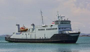 """El buque """"Cristóbal Colón de Ibiza"""", a su llegada a Burriana"""