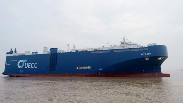 """El buque PCTC """"Auto Eco"""", visto en toda su eslora por la banda de estribor"""