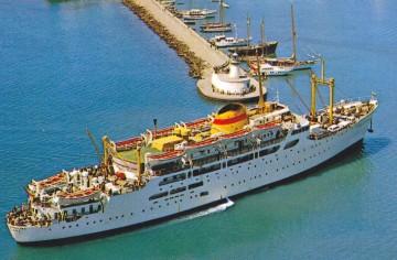 """El buque """"Ciudad de Barcelona"""" (2º), entrando en el puerto de Ibiza"""