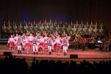 El coro del Ejército Rojo y el conjunto de danza Alexandrov era un emblema artístico de Rusia