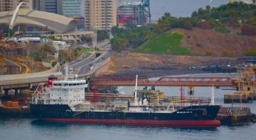 """El buque """"Castillo de Pambre"""" es el primero de su clase que opera la Empresa Naviera Elcano"""