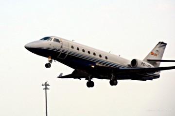 El avión Gulfstream G-200, tras despegar esta tarde del aeropuerto de La Palma
