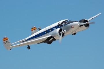 Avión Beechcraft 18 EC-ASJ, pintado con la librea de Spantax y propiedad de la Fundación Infanta de Orleáns