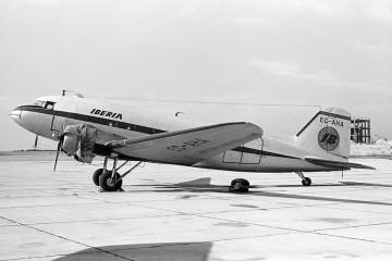 Douglas DC-3 EC-AHA. Este el avión recuperado en Islandia