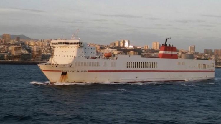 """El buque """"Super-Fast Baleares"""" zarpa del puerto de Las Palmas de Gran Canaria"""