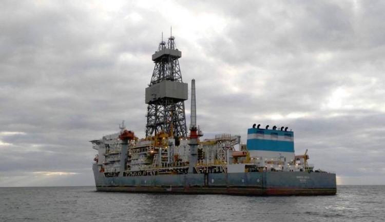 """El buque perforador """"Ensco DS-3"""", en octubre pasado, fondeado en el antepuerto tinerfeño"""