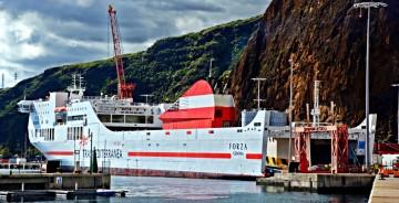 """El buque """"Forza"""", atracado en el puerto de Santa Cruz de La Palma"""