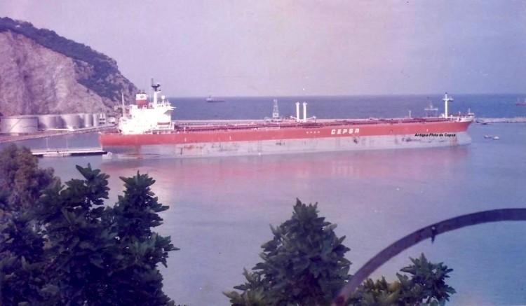 """El OBO panameño """"Zaragoza"""", atracado en el puerto de Bejaia"""