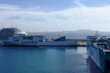 """Los buques """"Sicilia"""" y """"Abel Matutes"""", dos de los designados para las prácticas de los alumnos"""