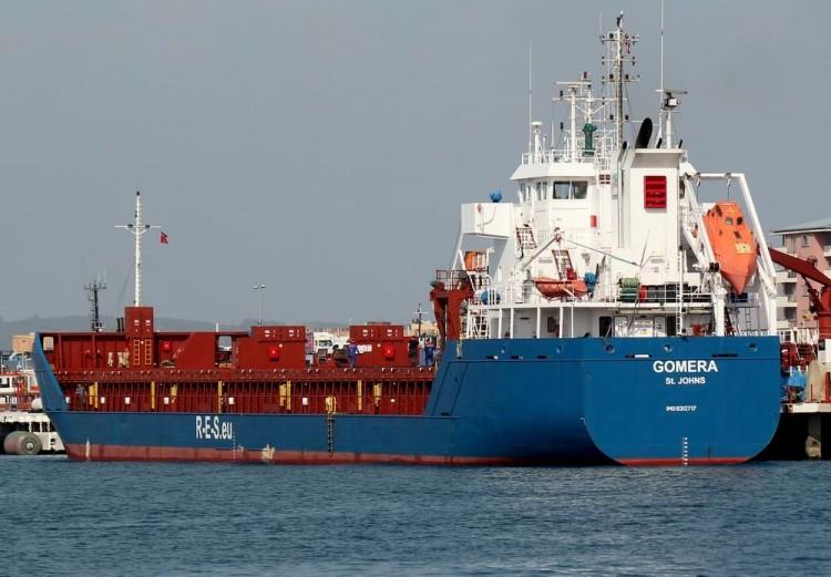 """El buque """"Gomera"""", ayer, atracado en el puerto de Gibraltar"""