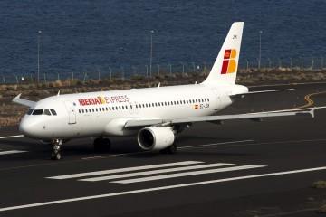 """A pesar de la mejoría de la economía y el crecimiento de la demanda, Iberia piensa en modificar las condiciones salariales de la futura """"low cost"""""""