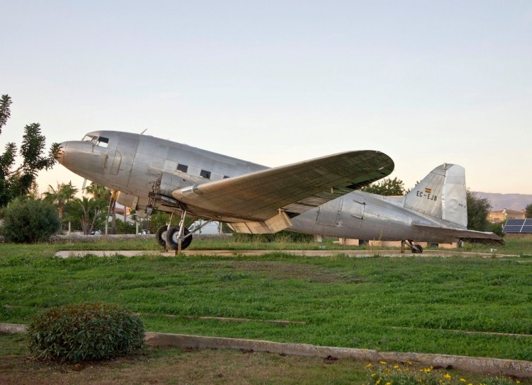 El histórico DC-3 EC-EJB está estacionado en Palma de Mallorca