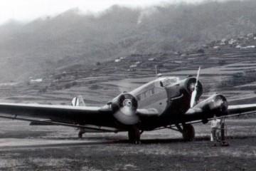 Avión Junkers Ju-52 del Ejército del Aire en el puerto de Buenavista