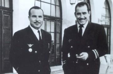 Luis Guil Valverde (izquierda), en sus años de comandante del  DC-3 de Iberia