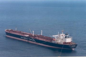 """El petrolero """"Juana Tapìas"""", descargando crudo en la terminal marítima de Cepsa en Santa Cruz de Tenerife"""