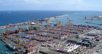 Panorámica de una de las terminales de contenedores del puerto de Barcelona