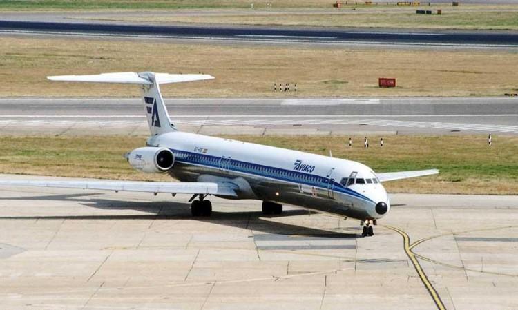 """MD-88 de AVIACO """"César Manrique-Lanzarote"""", en Heahtrow"""