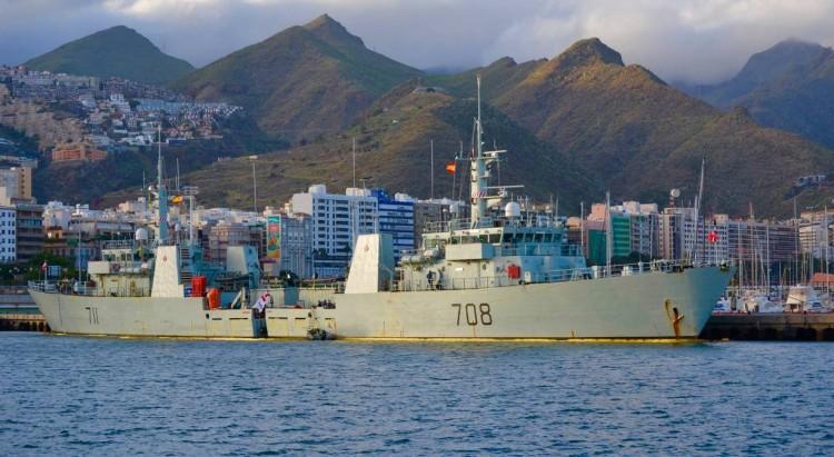 """Los patrulleros canadienses """"HMCS Summerside"""" (MM-711) y """"HMCS Moncton"""" (MM-708), en el puerto tinerfeño"""