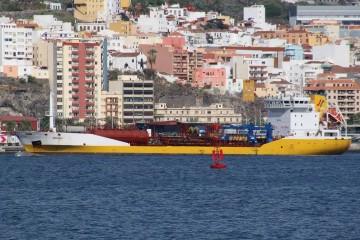 """El petrolero """"Mencey"""", en el puerto de Santa Cruz de La Palma"""