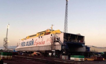 """El catamarán """"Bonanza Express"""", varado en ASTICAN"""