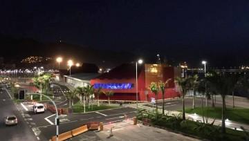 Perspectiva de la terminal de cruceros del puerto de santa Cruz de Tenerife, al amanecer