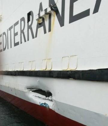 """Esta es la brecha que tiene el buque """"Ciudad de Málaga"""" en el costado de estribor"""