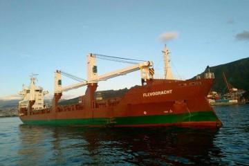 """El buque holandés """"Flovograchr"""", fondeado en el puerto de Santa Cruz de Tenerife"""