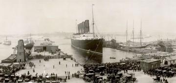 """Foto panorámica de la llegada del trasatlántico """"Lusitania"""" a Nueva York, en septiembre de 1907"""
