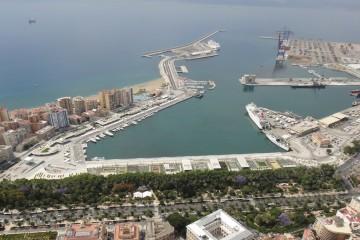 De los nueve paros previstos en los puertos españoles, se han suspendido los dos primeros