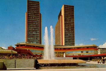 Las torres de El Silencio, en su época de esplendor, en una postal de la época