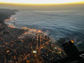 Santa Cruz de Tenerife, al amanecer, vista desde un avión de Binter