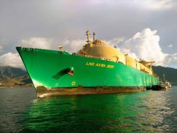 """El buque """"Akwa Ibom"""", en fondeo, visto por la amura de babor"""