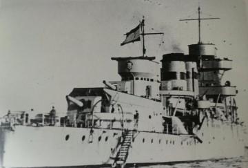 """Tras su modernización en Ferrol y en su última etapa con el nombre de """"Navarra"""""""