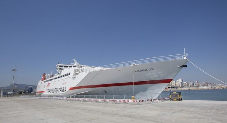 """El buque """"Almudaina Dos"""", atracado en el puerto de Gandia"""