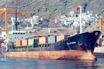 """El buque """"California"""", en aguas del puerto de Santa Cruz de Tenerife"""