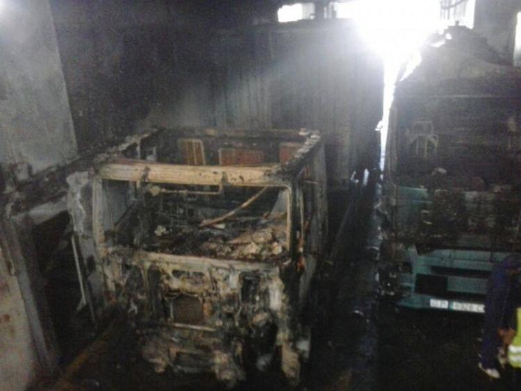 El camión incendiado portaba un contenedor de carga seca