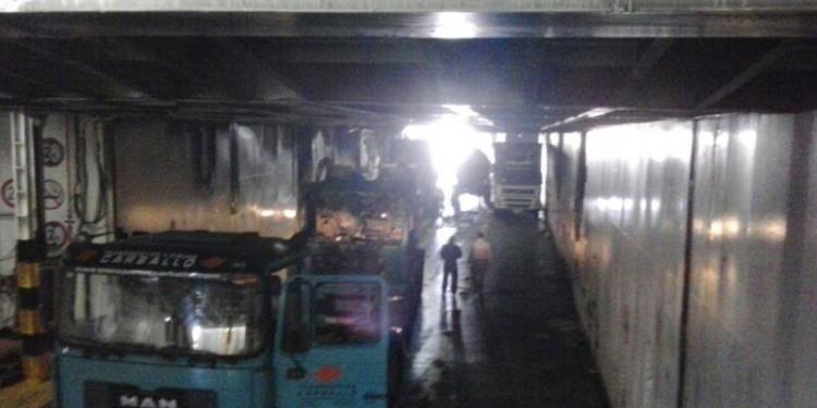 Un camión de Transportes Carballo también se vio afectado
