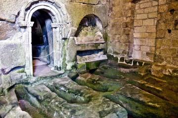 Enterramientos del eremitorio de la iglesia rupestre de San Pedro de Rocas