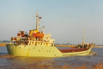"""El buque """"Eslava"""", navegando por el río Trent"""