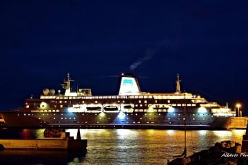 """El buque """"Deutschland"""", esta mañana, atracado en el puerto de Santa Cruz de La Palma"""