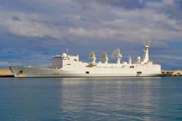 """El buque francés de inteligencia militar """"Monge"""", atracado en el puerto de Santa Cruz de Tenerife"""