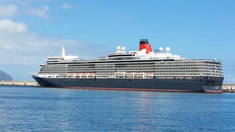 """La escala del buque """"Queen Elizabeth"""" ha coincidido con un magnífico día primaveral"""