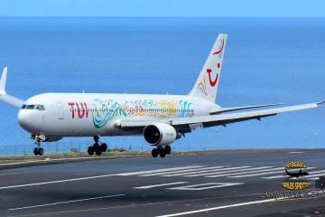 El avión Boeing B-767 HB-JJF de Tui Air Netherlands, a punto de aterrizar en el aeropuerto de La Palma